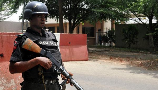 Боевики вНигерии похитили 10 нефтяников