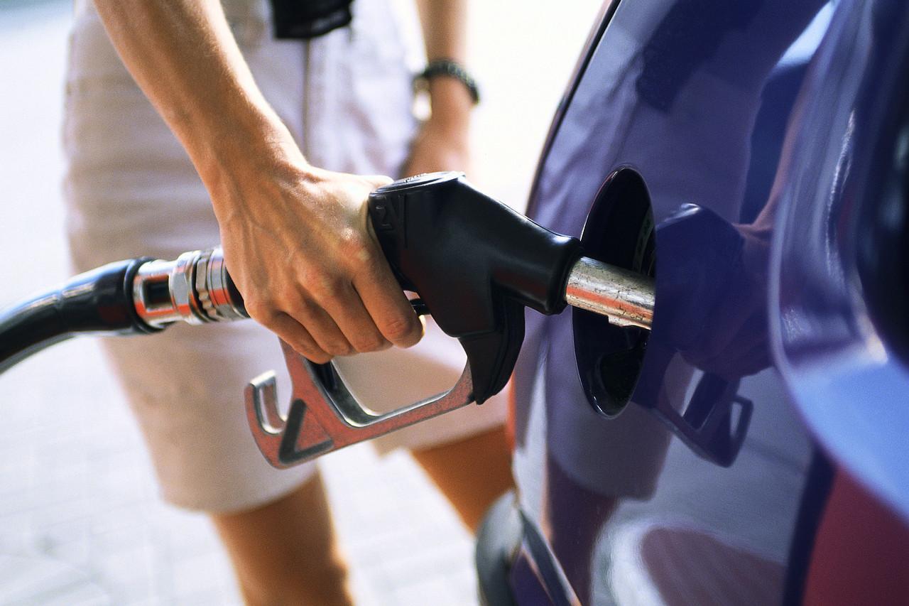 Стоимость бензина занеделю снизилась в 3-х областях страны
