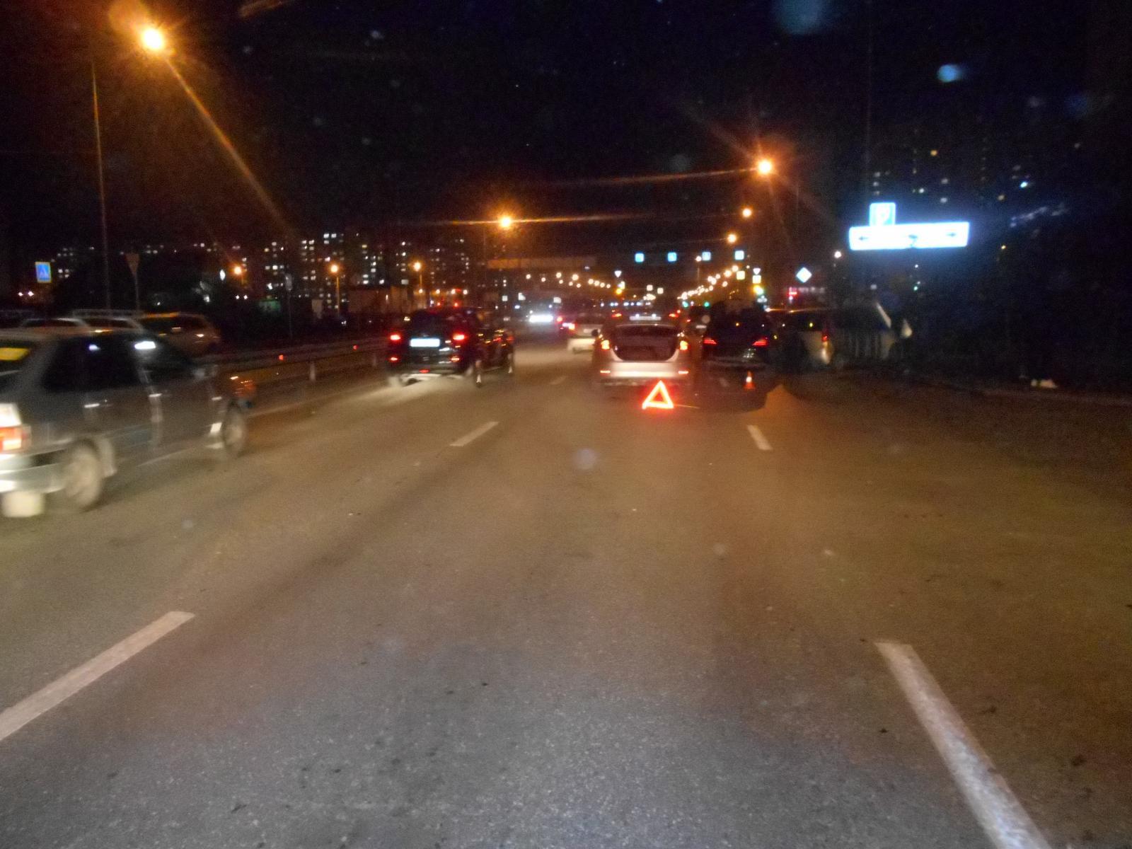 НаТюменском тракте задремавший шофёр фургона снёс две легковушки