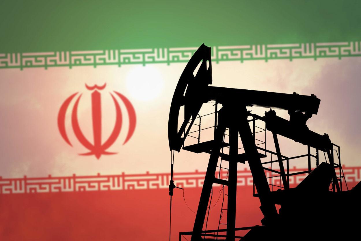 Иран каждый месяц поставляет в РФ 3 млн баррелей нефти