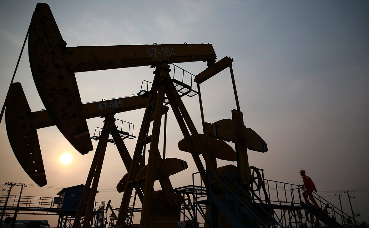 Добыча нефти вСША снижается третий месяц подряд— МЭА