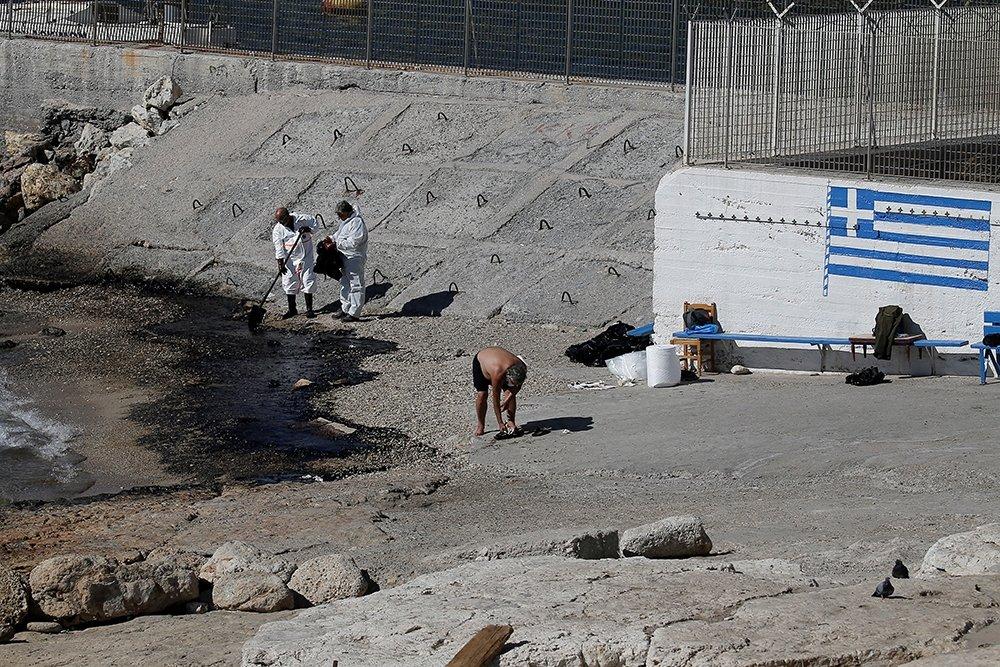ВАфинах из-за разлива нефти закрыты пляжи
