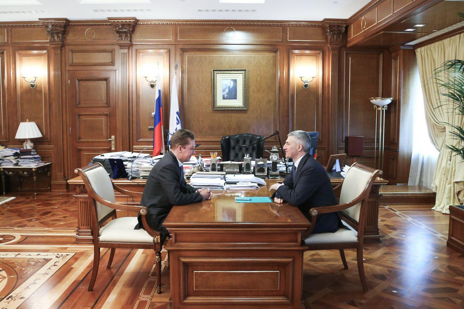 фото чиновников россии за рабочим столом шаурму впервые